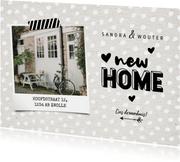 Hippe verhuiskaart new home met kraft, hartjes en foto