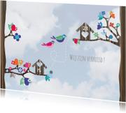 Hippe verhuiskaart  vogels lucht