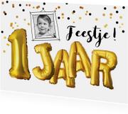Kinderfeestje 1 jaar confetti en tekst ballonnen goud