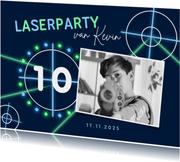 Kinderfeestje laserschieten lasergame neon schieten foto