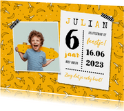 Kinderfeestje uitnodiging hip banaan foto okergeel foto