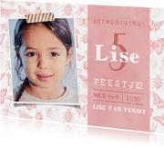 Kinderfeestje uitnodiging met vlinders voor een meisje