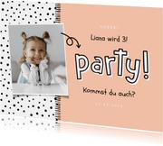 Kindergeburtstag Einladung eigenes Foto, Punkte und 'Party!'