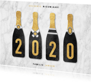 Leuke nieuwjaarskaart champagneflessen met 2020