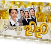 Nieuwjaarskaart Cheers to 2020 champagne ballonnen goud