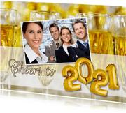 Nieuwjaarskaart Cheers to 2021 champagne ballonnen goud