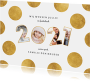 Nieuwjaarskaart stippen met speelse 2021 fotocollage