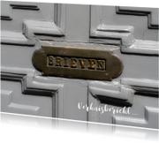 Verhuiskaart oude brievenbus grijze deur
