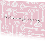 Verhuiskaart sleutels roze