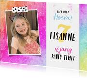 Verjaardagskaart met regenboog achtergrond