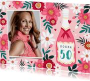 Verjaardagskaart vrouw 50 jaar bloemen champagne wijn