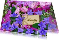 Bloemenkaart in de kleuren blauw en roze