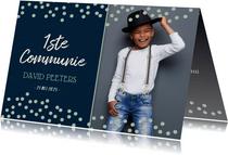Communiekaart uitnodiging jongen - blauw met blauwe confetti