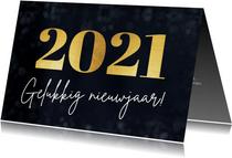 Eenvoudige nieuwjaarskaart met groot jaartal 2021 in goud
