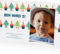 Einladung mit Foto, Roboter und Cupcakes