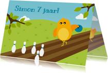 Verjaardagskaarten - Felicitatiekaart voor jongen met vogeltje op bowlingbaan