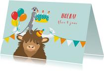 Felicitatiekaartje met taart, ballonnen en vrolijke diertjes