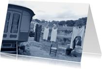 Fotokaart woonwagen met waslijn