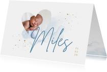 Geboortekaartje foto in hart blauwe aquarel en grote naam