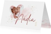 Geboortekaartje foto in hartjesvorm roze aquarel grote naam