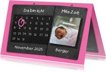 Geburtskarte Kalender rosa auf Kreidetafel mit Foto