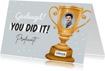 Geslaagd kaart algemeen school kampioen beker foto confetti