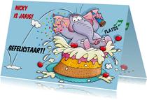 Grappige verjaardagkaart met olifant springt in taart