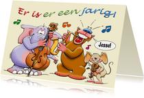 Grappige verjaardagskaart met dieren die muziek maken