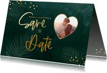 Groene savethedate kerstkaart met confetti en eigen foto