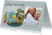 Hippe uitnodiging housewarming met planten, stoel en foto