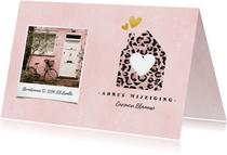 Hippe verhuiskaart met panterprint huisje, foto en hartjes