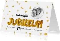 Jubileum gouden ballonnen met confetti