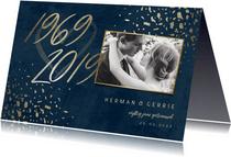 Jubileumkaart 50 foto jaartallen donkerblauw met terrazzo