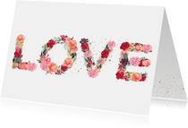 Kaart met LOVE letters van bloemen