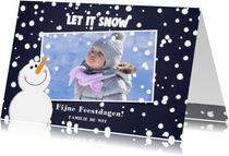 Kerst foto kaart met sneeuw en een schattige sneeuwpop