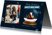 Kerst verhuiskaart huis sneeuwbol happy new home