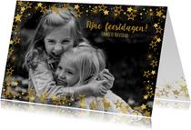 Kerst vrolijke hippe fotokaart met goudkleurige sterren.