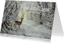 Kerstkaart hert in het winterbos