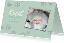 Kerstkaart met foto en zilveren sneeuwsterren
