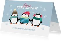 Kerstkaart pinguïns in de sneeuw