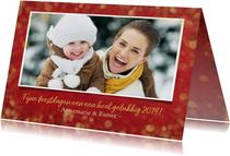 Kerstkaart sfeervol  met foto - rood met gouden confetti