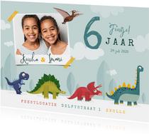 Kinderfeestje dinosaurussen feestje vrolijk foto tweeling