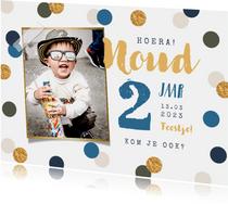 Kinderfeestje feestelijk confetti goud foto jongen