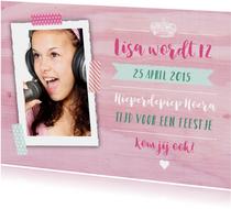 Kinderfeestje uitnodiging meisje houtlook roze foto