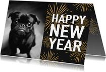 Leuke nieuwjaarskaart met typografie en vuurwerk