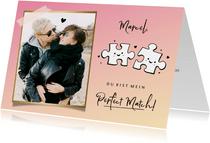 Liebeskarte mit Puzzleteilen und Foto