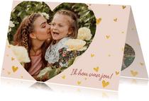 Lieve moederdagkaart met gouden hartjes en foto in hartvorm