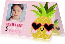 Lieve uitnodiging kinderfeestje ananas met zonnebril