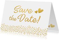 Moderne Save the Date kaart met gouden letters en hartjes