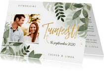 Moderne uitnodiging tuinfeest planten en gouden typografie